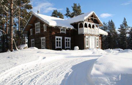 gammelt tømmerhus til salgs