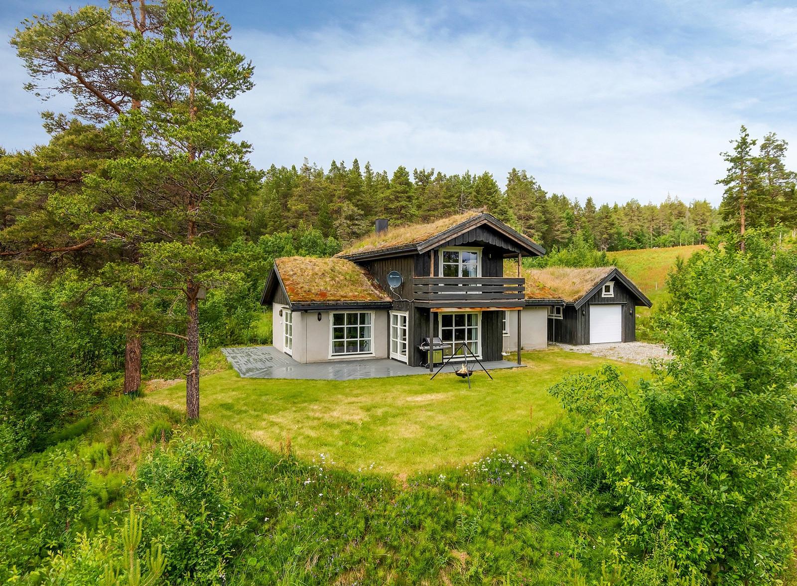 Stor hytte til salgs